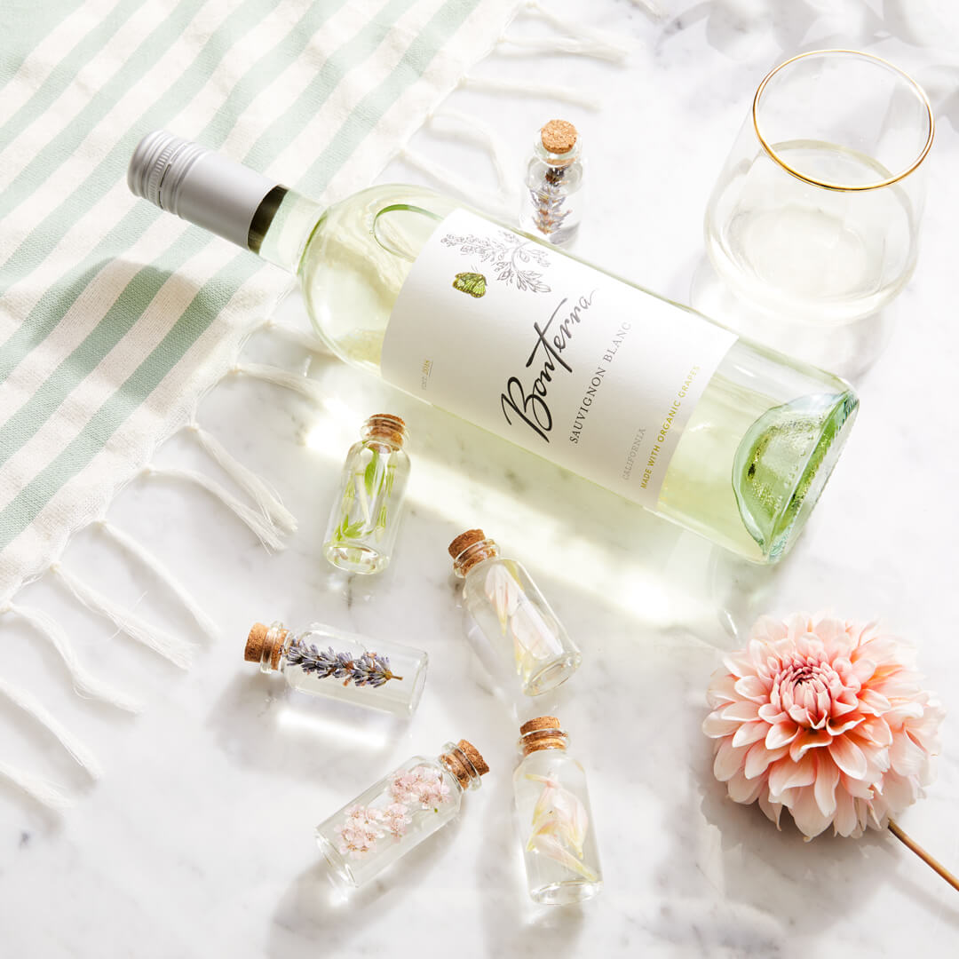 Sauvignon Blanc Wine Bottle with Aroma Therapy Bottles